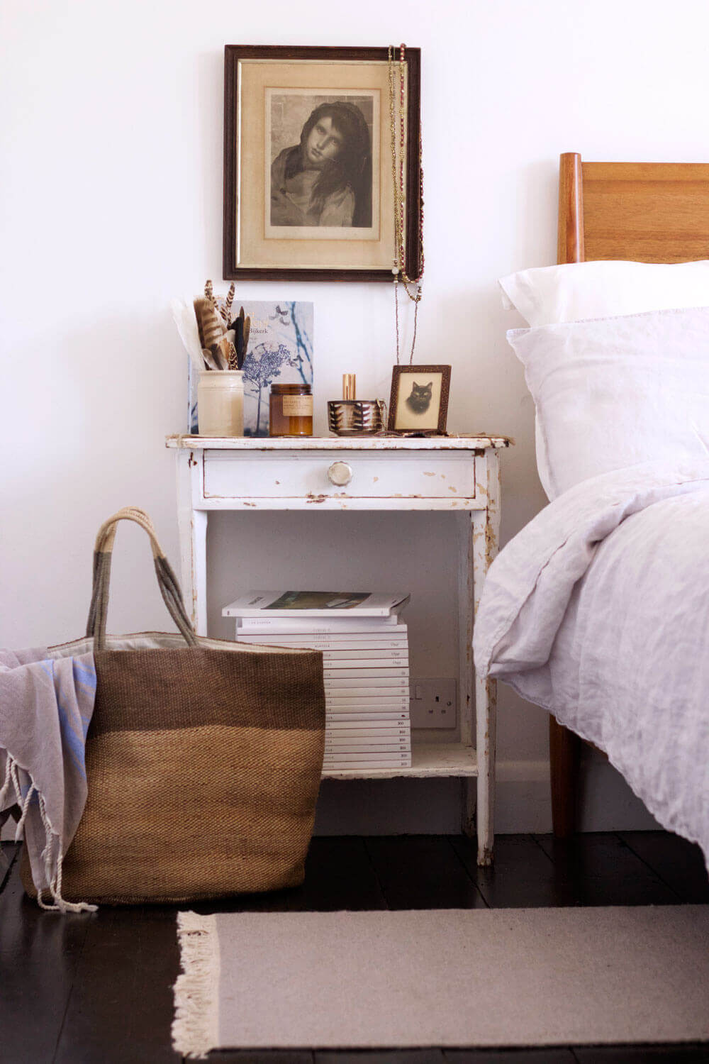 Eclectic-bedroom-styling-3