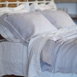 Set di biancheria da letto in lino argento e bianco Piping