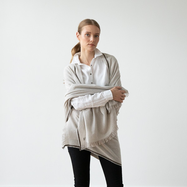 nuovo stile grande sconto per economico in vendita Beige Scialle di Cashmere Lana Merinos Salvatore - LinenMe